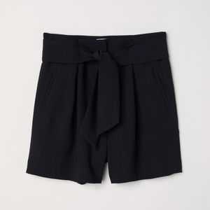 Women's H&M fitted modern shorts
